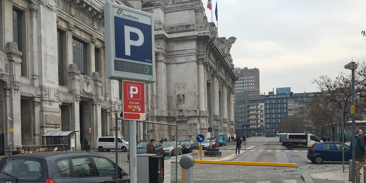 milano centrale parking piazza iv novembre ground