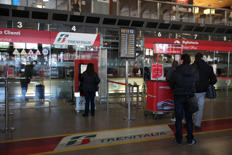 Biglietteria piano binari roma termini - Partenze treni verona porta nuova ...